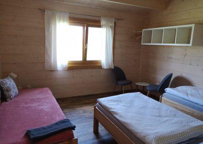Pokoj ve velké chatě.